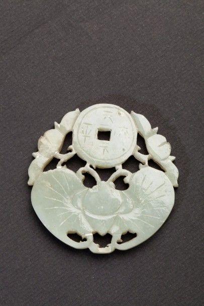 Pendentif en jade blanc représentant papillon...