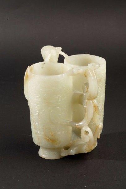 Vase en jade céladon formé de deux vases...