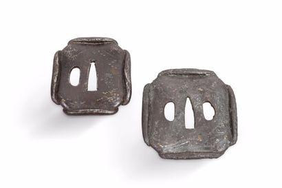 Deux tsuba hokei gata en fer, pouvant former...
