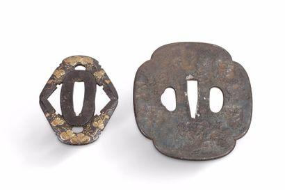 Deux tsuba en fer, l'une, mokko gata, à décor...