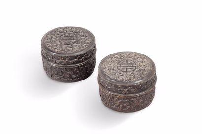 Paire de petites boites rondes en bois sombre,...
