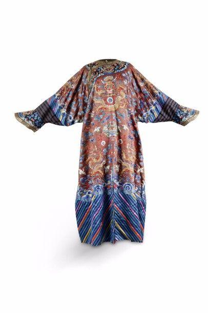 Robe dragon Longpao, en soie marron, brodée...