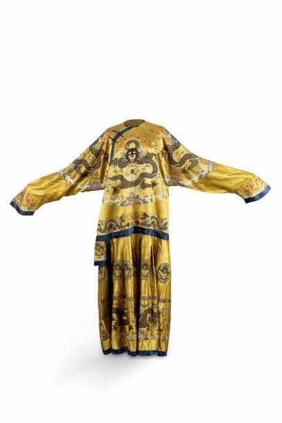 Manteau de théâtre en soie et lin brodé,...