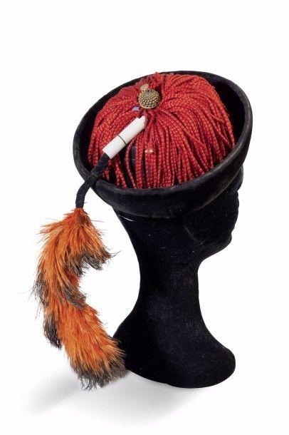 Lot comprenant: un chapeau de dignitaire...