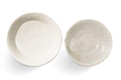 Deux coupes en céramique de type Ding, à...