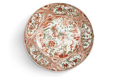 Deux plats creux en porcelaine de type Swatow,...
