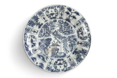 Deux plats de type Swatow en porcelaine bleu...