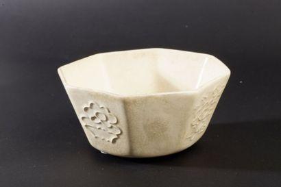 Coupe de forme hexagonale en céramique et...