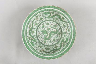 Chine, XIXe siècle Bassin en porcelaine et...
