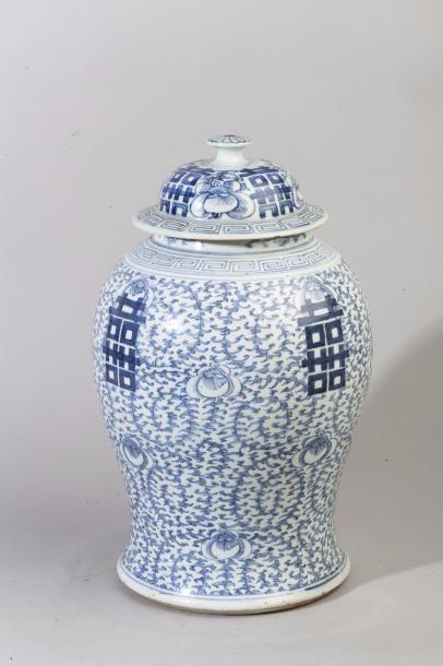 Chine, fin XIXe siècle Potiche balustre couverte...