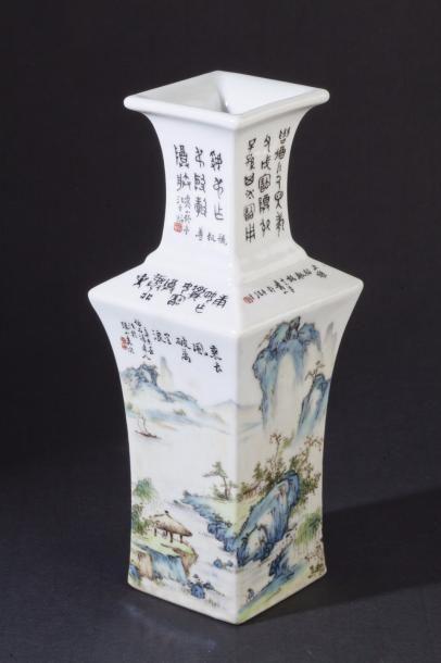 Chine, période République Vase balustre quadrangulaire...