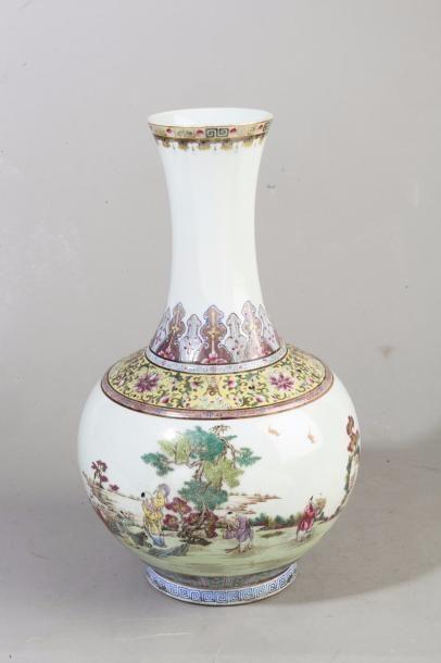 Chine, période République Vase balustre pansu...