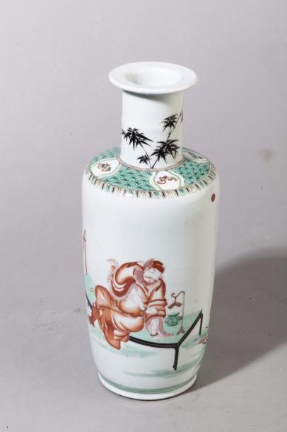 Chine, fin XIXe siècle Vase balustre en porcelaine...