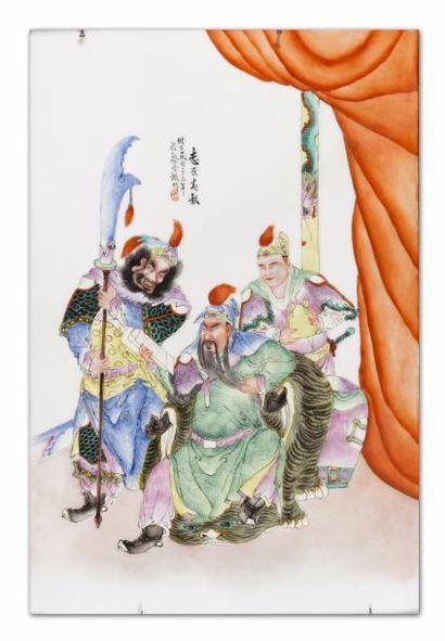 Chine, vers 1945. Plaque en porcelaine et...