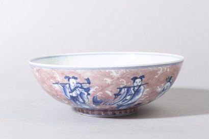 Chine, XXe siècle Bol en porcelaine et émail...