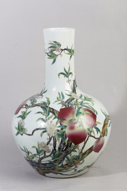 Chine, vers 1950 Vase bouteille Tianqiuping...