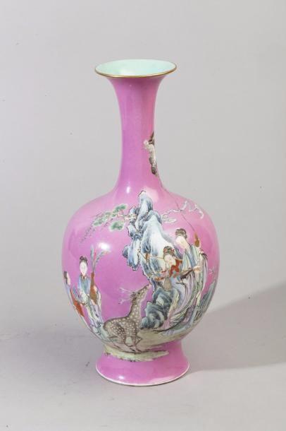 Chine, Vase bouteille à long col en porcelaine...
