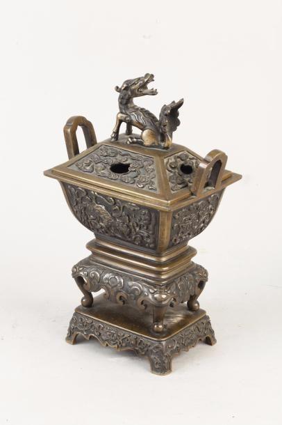 Chine, XVIIIe siècle Brûle-parfum Fang Ding...