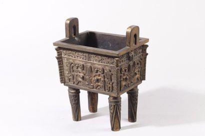 Chine, fin XIXe siècle Brûle-parfum quadrangulaire...