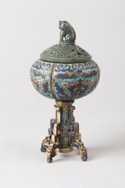 Chine, XVIIIe siècle Brûle-parfum reposant...
