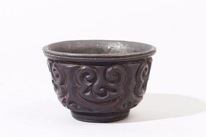 Chine, période Yuan Bol en laiton et laque...