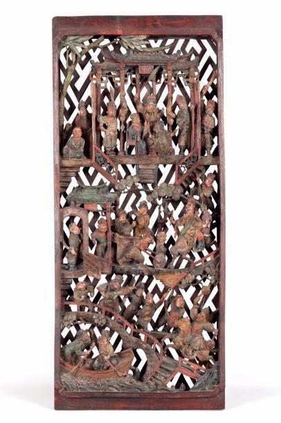 Plaque en bois sculptée et ajourée à décor...