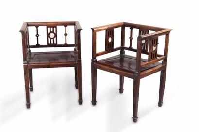 Chine, vers 1930 Deux fauteuils de style...