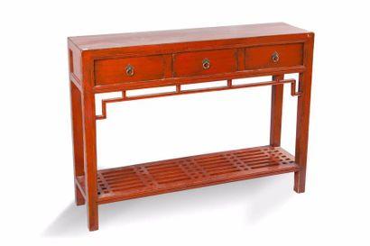 Chine, XIXe siècle Console en bois laqué...