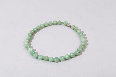 Chine, XXe siècle Colliers à 35 perles en...