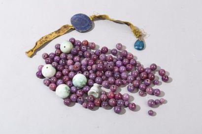 Chine, XXe siècle Ensemble de perles en pierre...