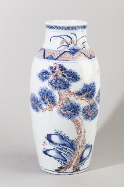 Chine, 1ère moitié du XIXe siècle. Vase de...