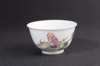 Chine, XIXe siècle Petit bol en porcelaine...