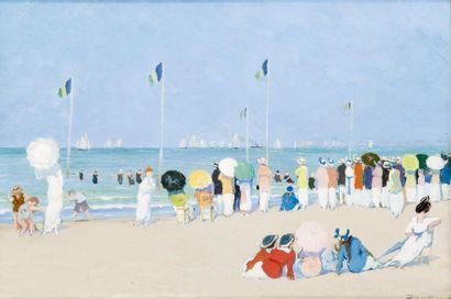 Estivants sur la plage de Deauville regardant...