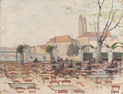 Café terrase devant la cathédrale Grossmünster...