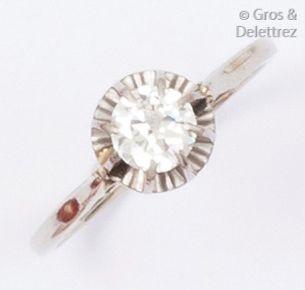 Bague solitaire or gris ornée d'un diamant...