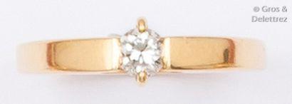 Bague solitaire en or jaune ornée d'un diamant...