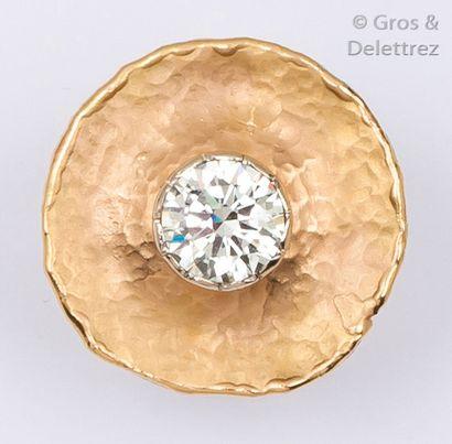 Bague «Nénuphar» en or rose ornée d'un diamant...