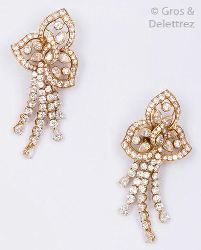 BOUCHERON - Importante paire de pendants...