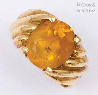 FRED - Bague en or jaune godronné ornée d'un...