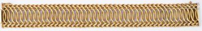 Bracelet souple en or jaune tressé. Longueur:...