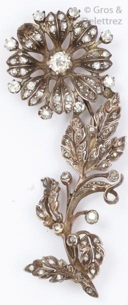 Broche «Fleur» en or jaune et argent ciselés...