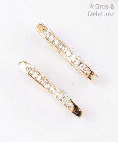 Paire d'anneaux d'oreilles en or jaune 14K...