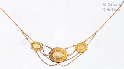 Collier «d'esclave» en or jaune orné de trois...