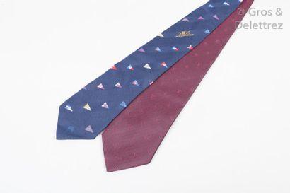 Louis VUITTON Lot composé de deux cravates...