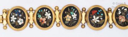 Bracelet articulé en or jaune orné de cinq...