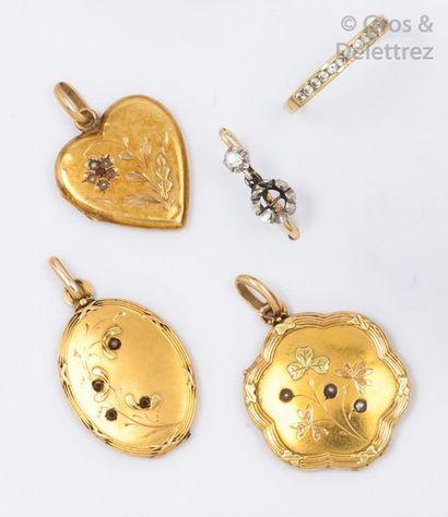 Lot en or jaune comprenant deux médailles,...