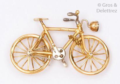 Vélo miniature en or jaune, le phare serti...