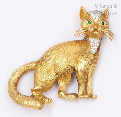 Broche «?Chat?» en or jaune et or gris ciselés...