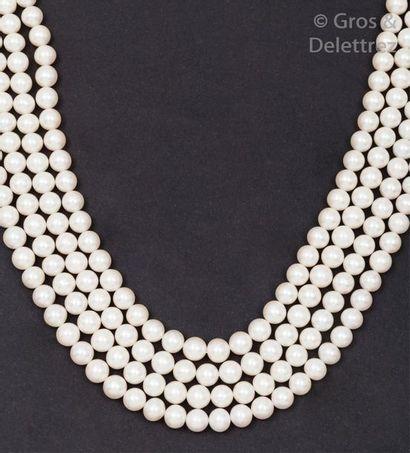 Collier de quatre rangs en chute de perles...