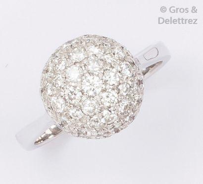 Bague «?demi-sphère?» en or gris ornée d'un...